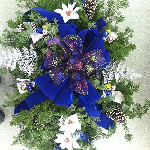 Christmas Grave Blankets For Sale Near Me.Christmas Trees Poinsettias And Wreaths From Tom Strain